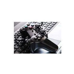 Foto naklejka samoprzylepna 100 x 100 cm - Gamepad leży na klawiaturze