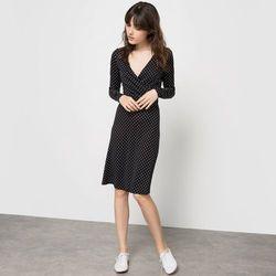 Sukienka w groszki z długim rękawem