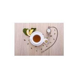 Foto naklejka samoprzylepna 100 x 100 cm - Drewniany stół z filiżanką herbaty, zegarek i cytryną