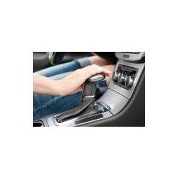 Foto naklejka samoprzylepna 100 x 100 cm - Ręka na automatycznej zmiany biegów, kobieta w luksusowym samochodzie