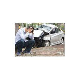 Foto naklejka samoprzylepna 100 x 100 cm - Zdenerwowany kierowca po wypadku drogowym