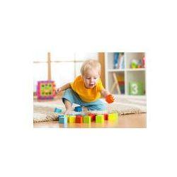 Foto naklejka samoprzylepna 100 x 100 cm - Maluch dziecko gry zabawki z drewna w domu