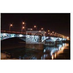 Plakat podświetlane filarami mostu nad Wisłą w nocy