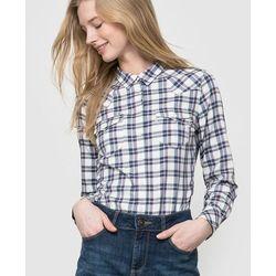 Koszula w kratkę w kowbojskim stylu.