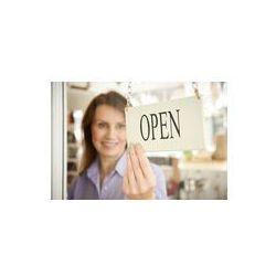 Foto naklejka samoprzylepna 100 x 100 cm - Właściciel sklepu obracając otwartego znak w sklepie drzwiach
