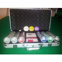 Zestaw 300 żetonów z nominałami do gry w pokera w walizce