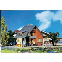 Dom z balkonem, Faller 131225, 125 x 105 x 81 mm, skala H0