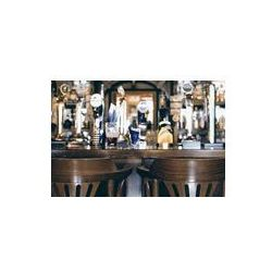 Foto naklejka samoprzylepna 100 x 100 cm - Bar piwny pub, długi stół z krzesłami