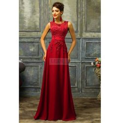 Czerwona sukienka z perłami - ciemne wino